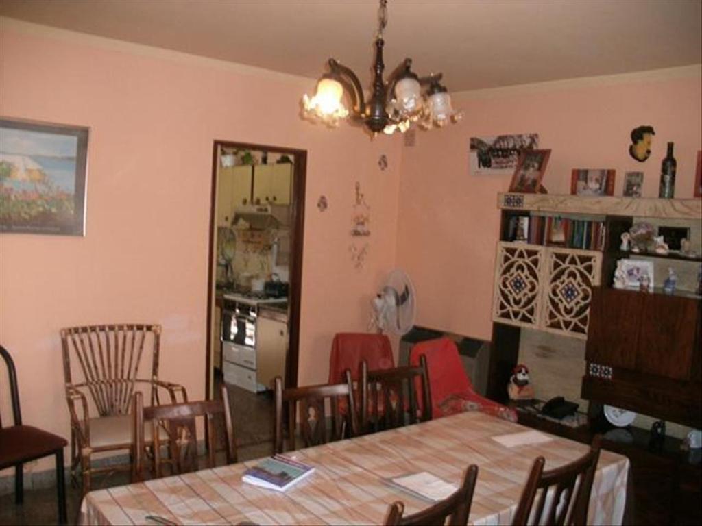 Departamento tipo casa en Venta de 4 ambientes en Buenos Aires, Pdo. de La Matanza, Villa Luzuriaga, Barrio Marina