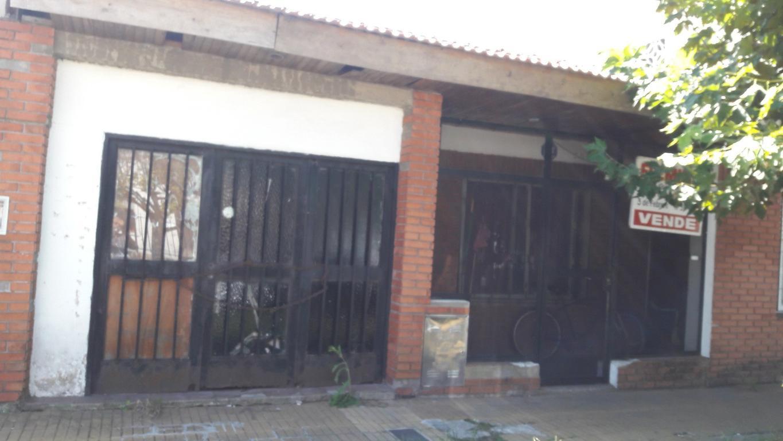 CASA 3 AMB. 2 DORM., LIVING, COC/COM., BAÑO, PATIO, TERRAZA Y GARAGE.
