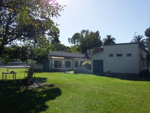 Casa Quinta, 4000 m2 de parque, piscina, 7 dormitorios, 3 baños, amplia cocina, estar y comedor.