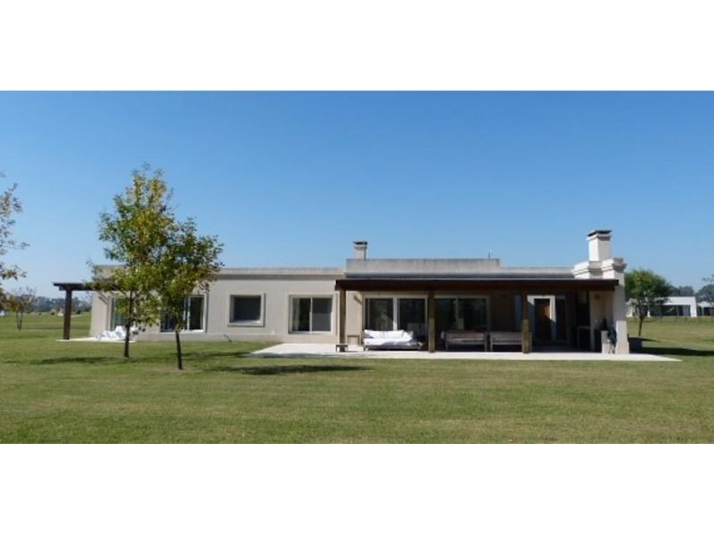 Casa en venta. Everlinks Golf y Country Club, Lujan.