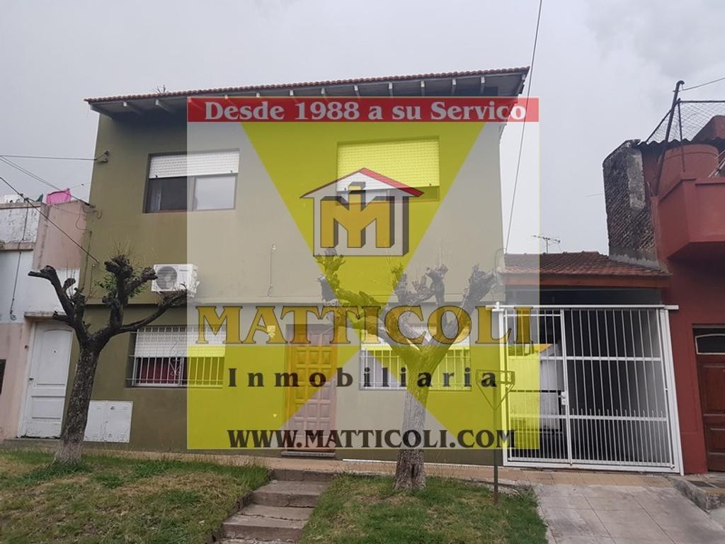 VENTA Casa Multifamiliar con Patio y Garaje para 3 autos en Jose Leon Suarez