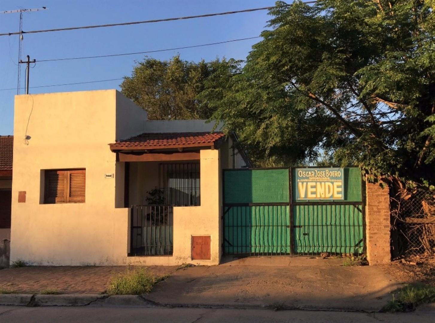 CASA con frente a  Calle Urquiza Nº 960 - S A de Giles