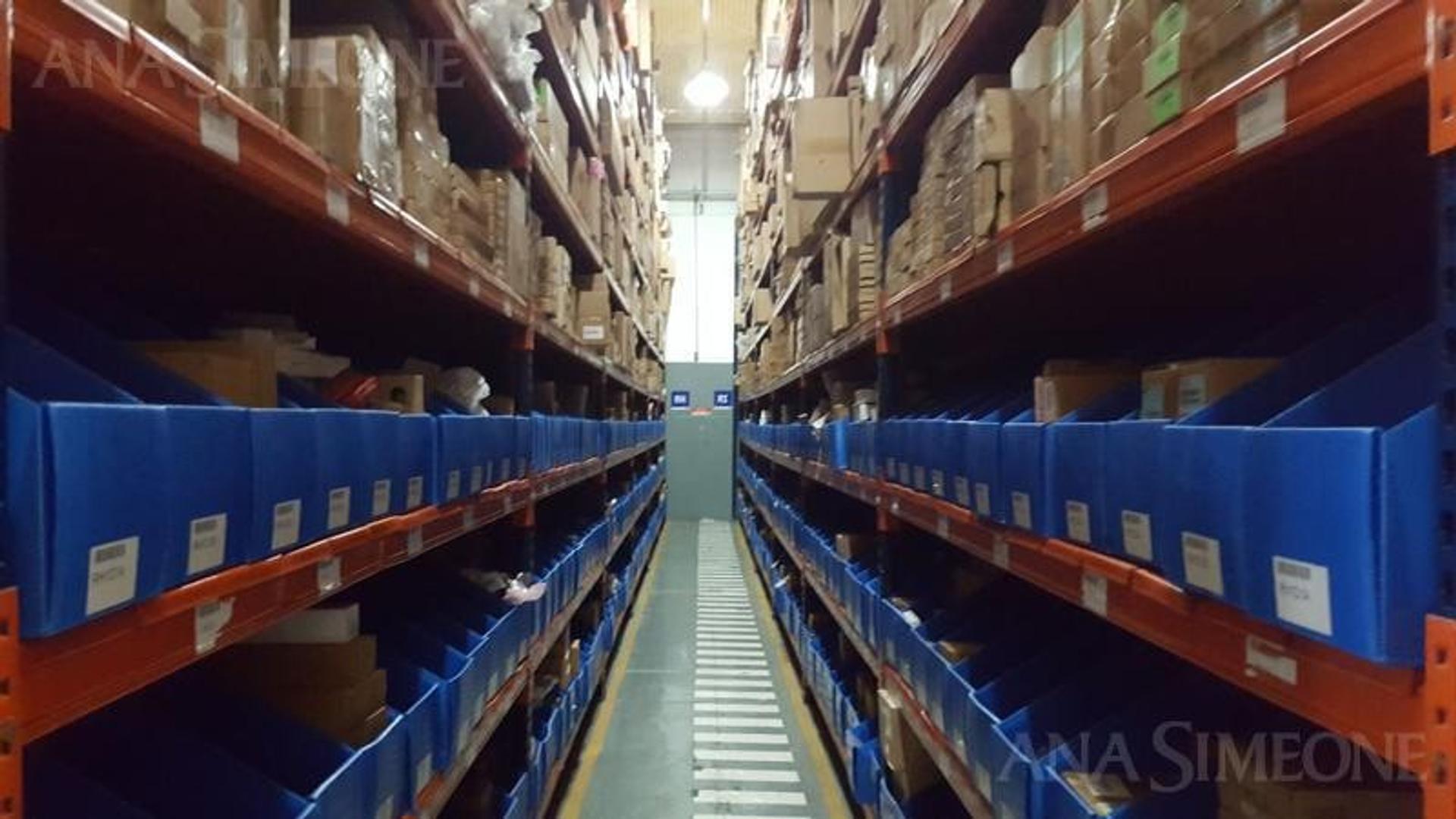 Excelente Planta Industrial de 1.750 m2 a paso Av. Gral Paz y Av. Beiró