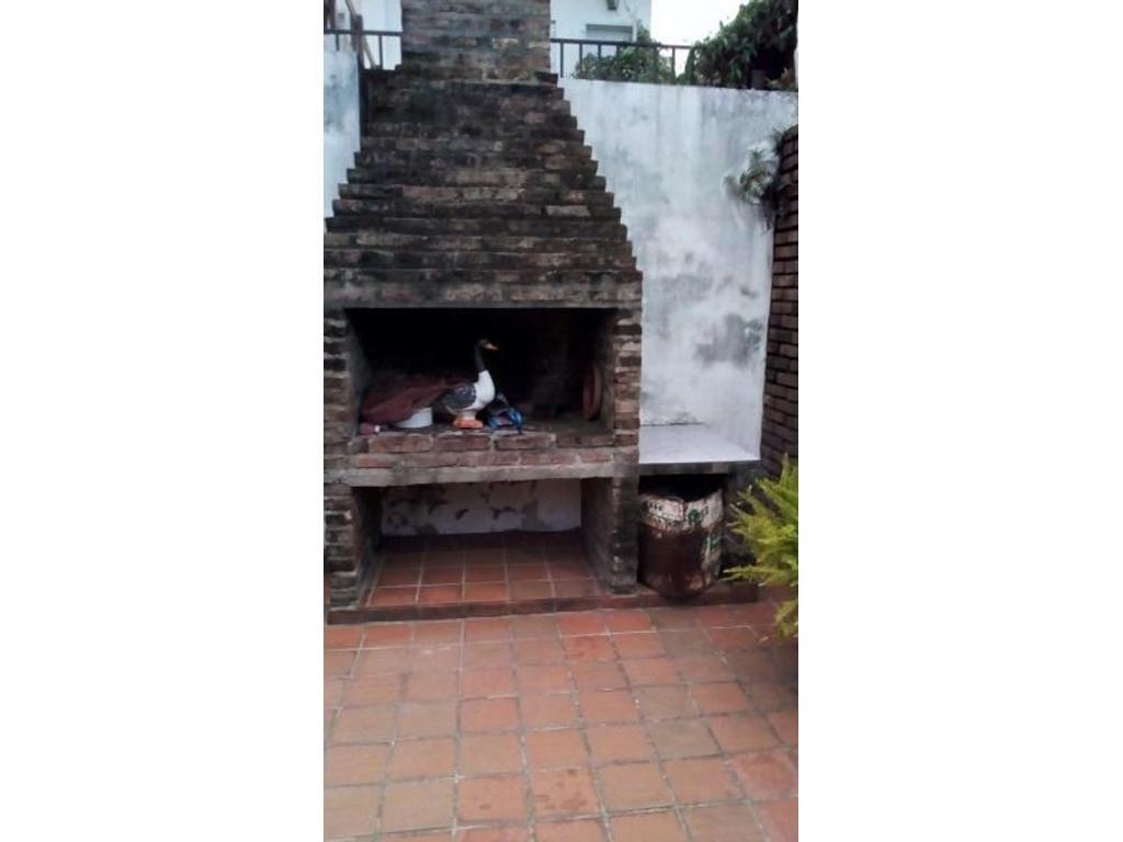 Casa 2 dormitorios- Garibaldi al 400- Patio y Parrillero- Apto Credito!