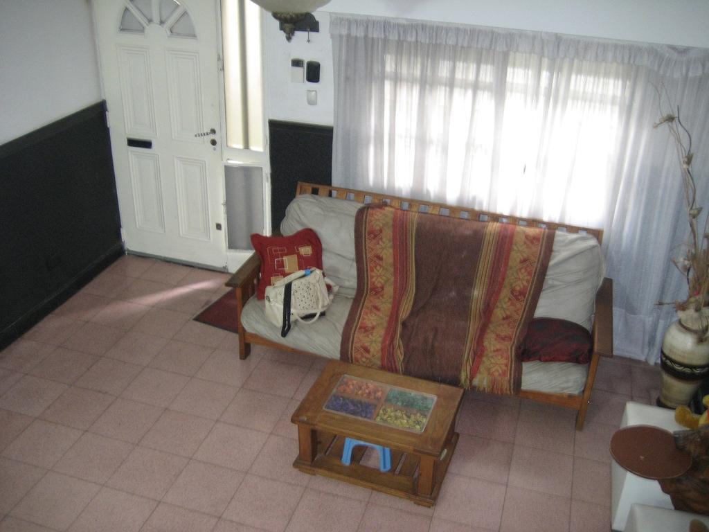 Casa 3 dormitorios, mas local en esquina , Barrio Cura!