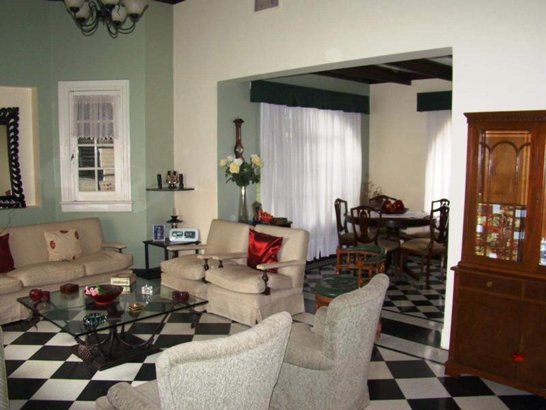 Casa - 438 m² | 4 dormitorios | 140 años