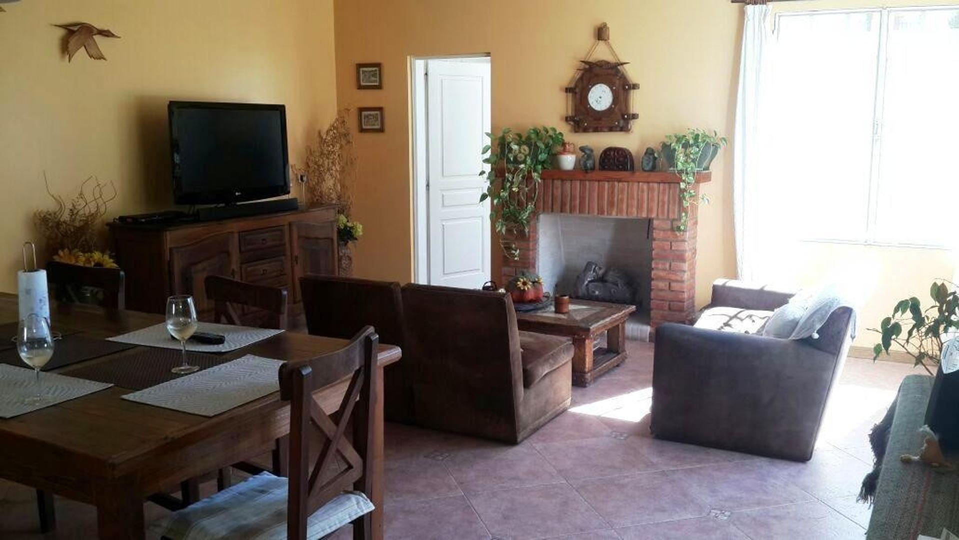 Casa en Martinez Santa Fe / Fleming