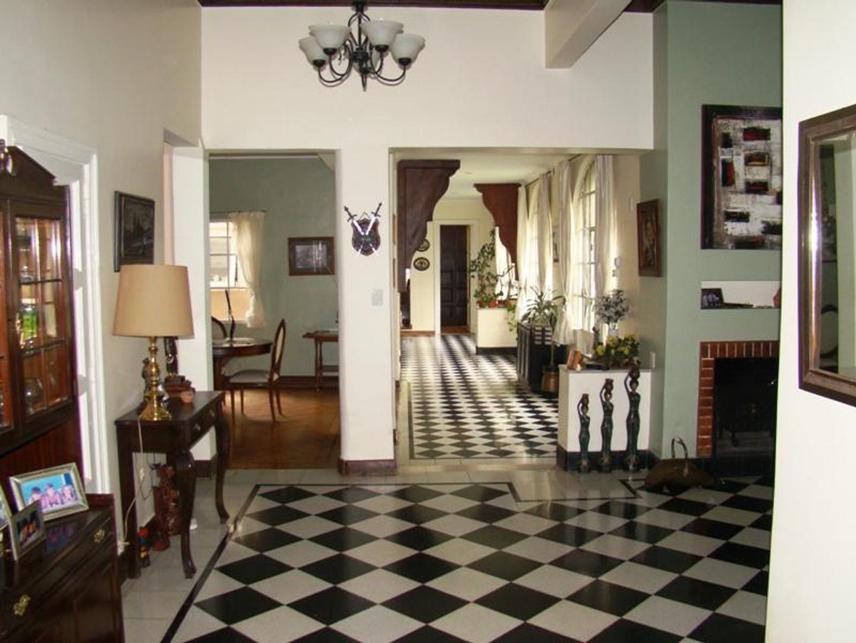 Casa en Venta - 6 ambientes - USD 590.000