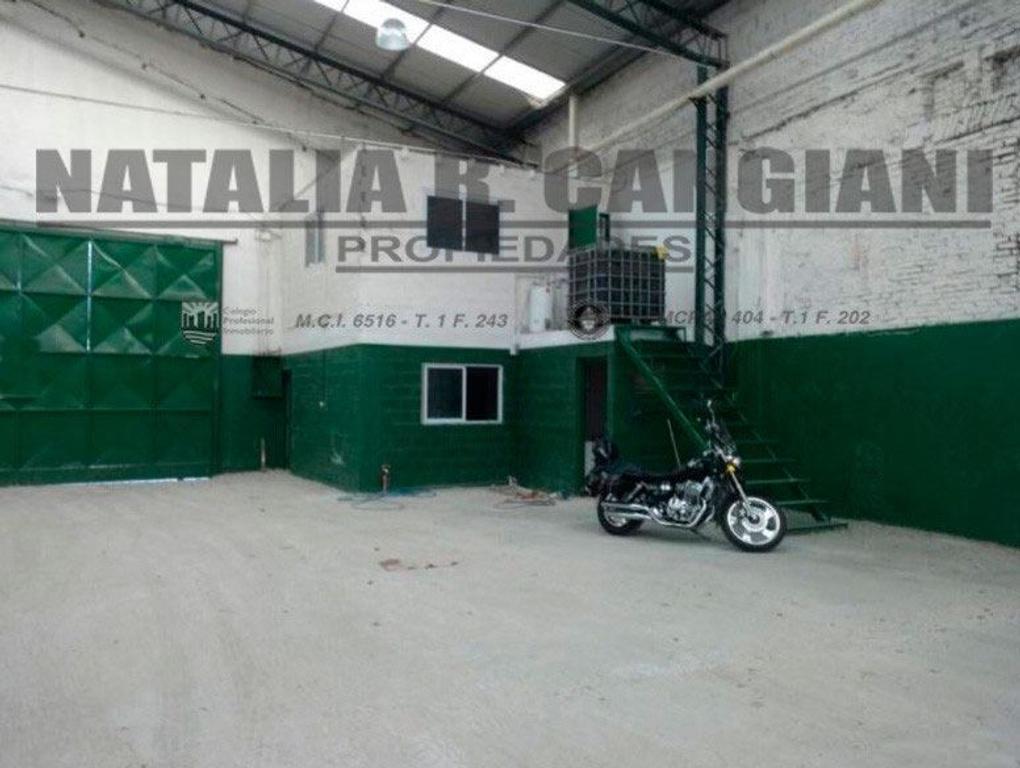 Galpón  en venta ubicado en el Parque Industrial de Avellaneda.