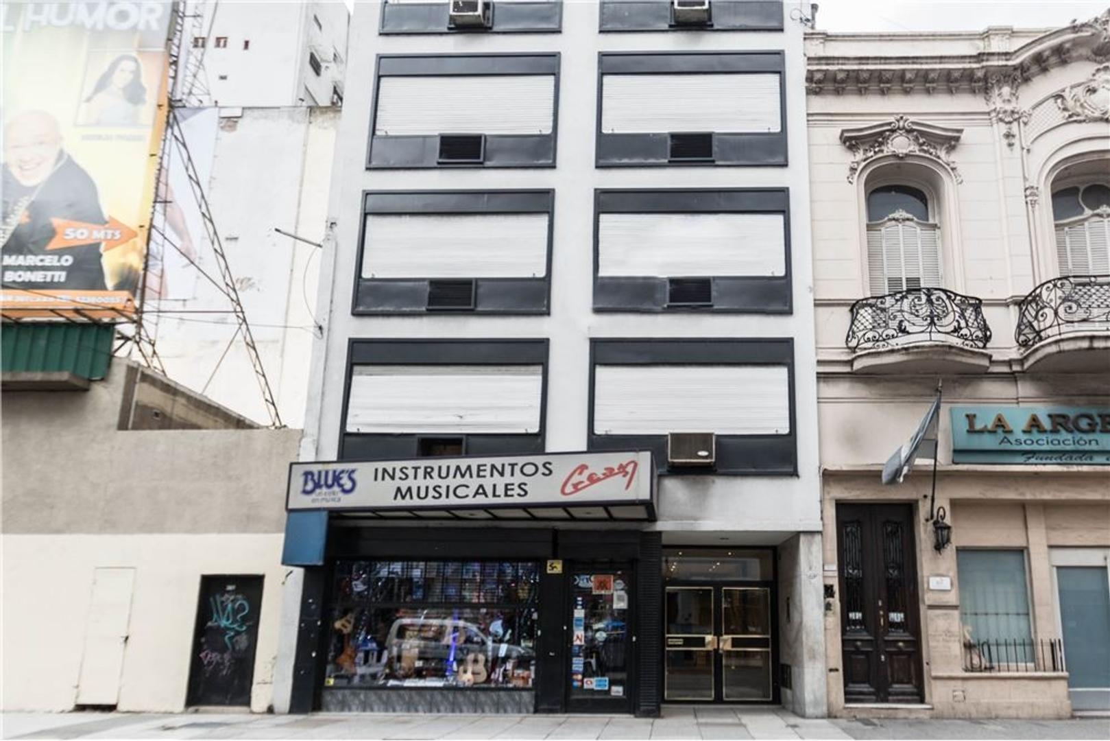 Venta oficina a metros de Corrientes y Callao.