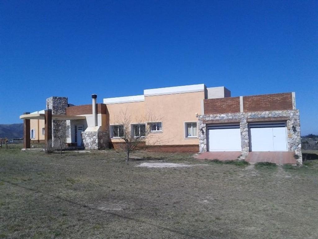 Exclusiva casa de categoría en barrio cerrado Villa Giardino  Córdoba