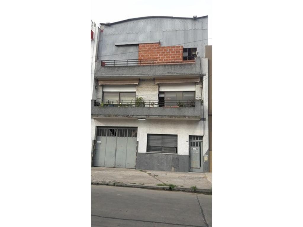 Depósito c/ casa y oficina en VENTA - Flores - ZONIFICACION R2bII