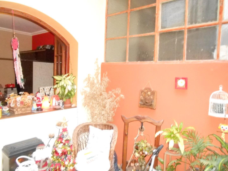 Regio tipo casa 3 ambientes planta baja al medio sin expensas.