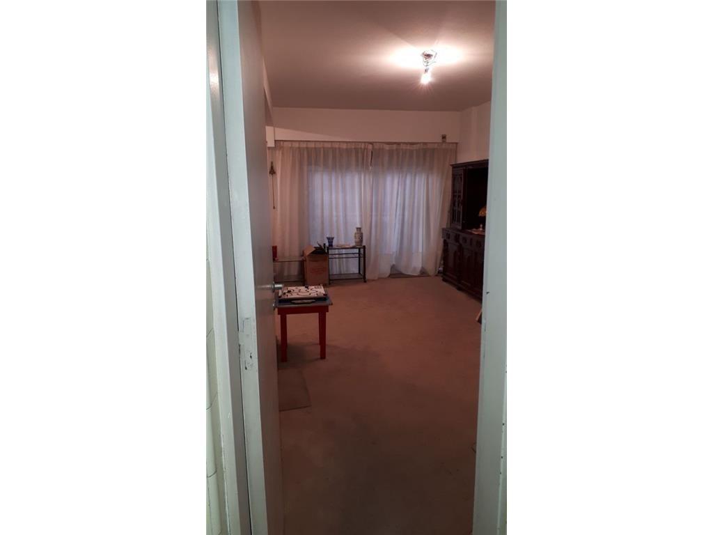 Larrea 1200 tres ambientes con balcón corrido