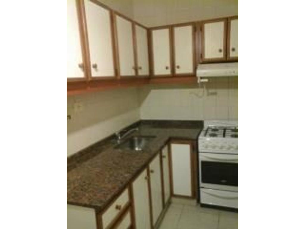 Excelente Dpto. de 1 amb. divisible con placard, A. Acond., Balcón vista abierta, cocina comedor