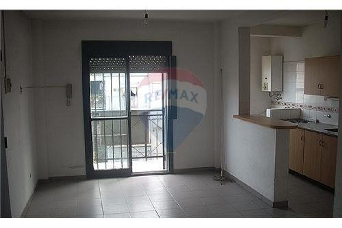 3 ambientes en Villa Tesei con balcón al frente