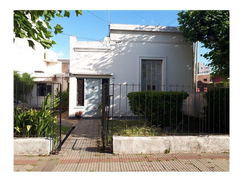 Casa en venta. Excelente zona. A mts. A. Baranda