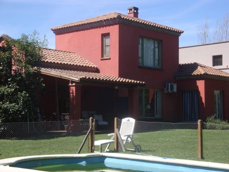 Casa en venta en Ayres de Pilar, Pilar.