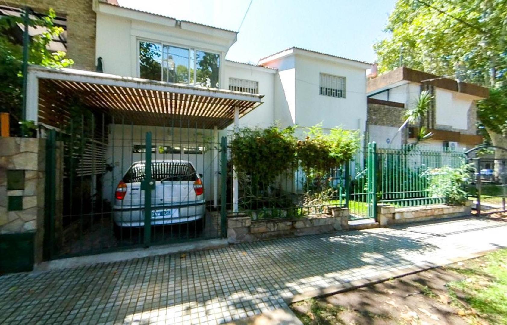 Casa en Venta en Alberdi - 5 ambientes