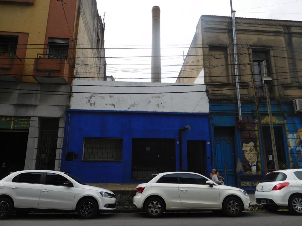 Casa multifamiliar (Ideal Inversión). 3 departamentos, terraza.