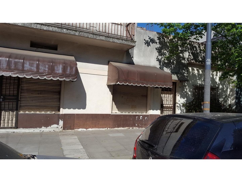 LOCAL COMERCIAL DE 3 VIDRIERAS CON  CASA EN 2 PLANTAS- DOBLE FRENTE -
