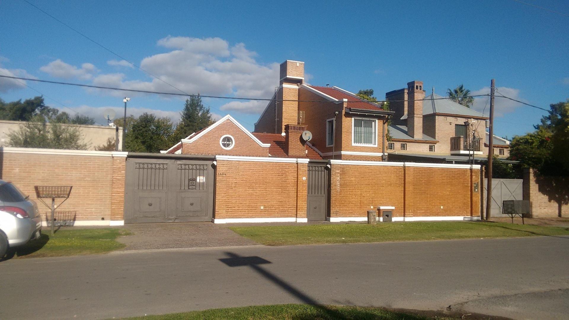 Casa en Venta en City Bell - 6 ambientes