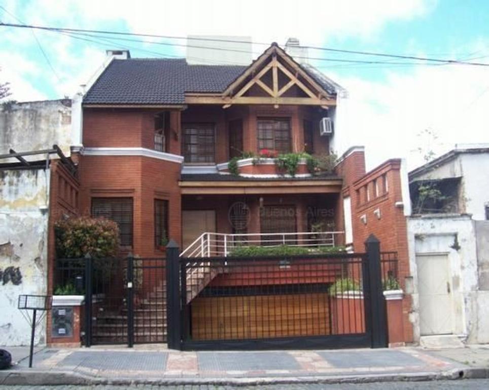 Excelente casa 5 ambientes de categoría, en Flores