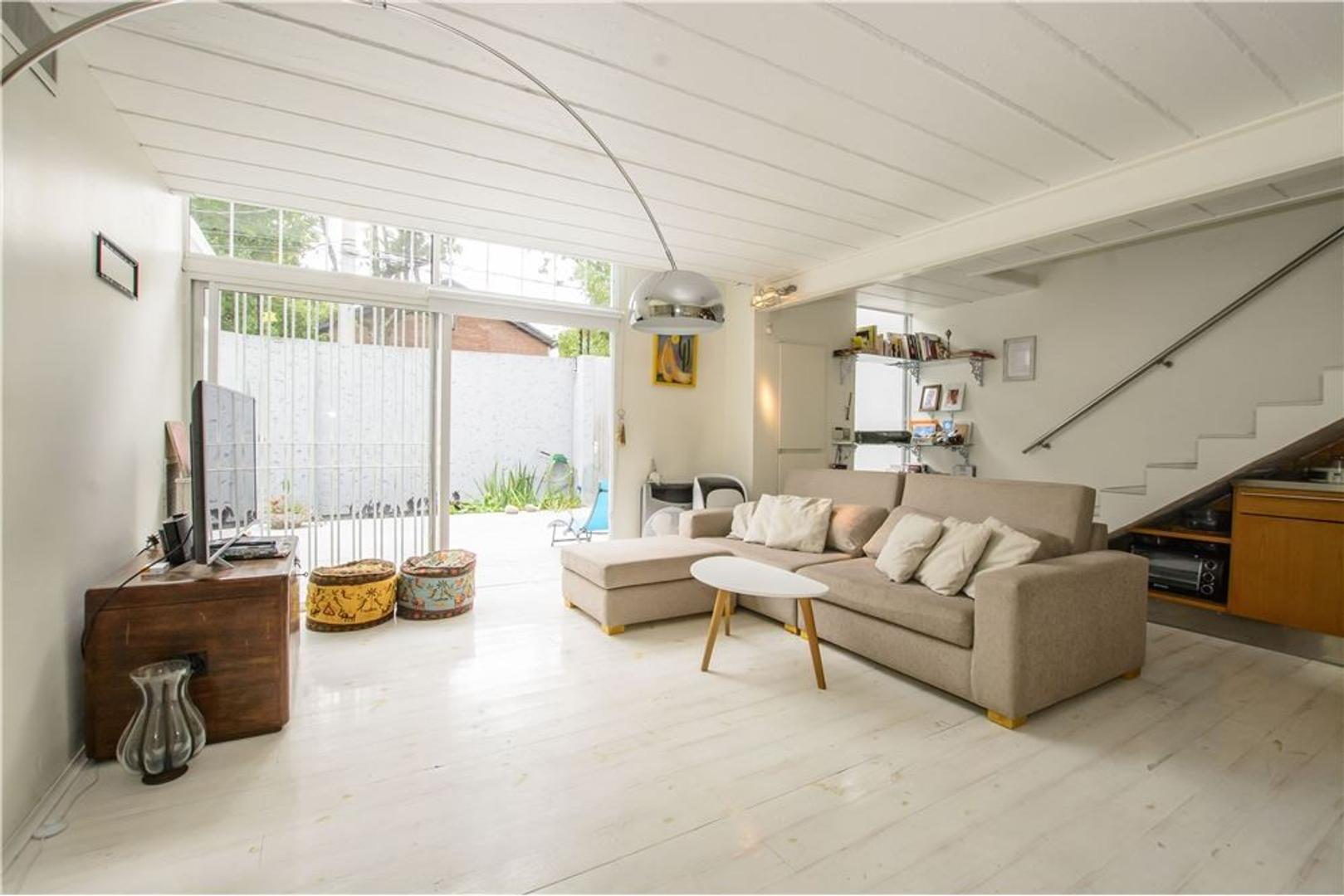 230 m2 totales, 3 plantas-Lomas de San Isidro