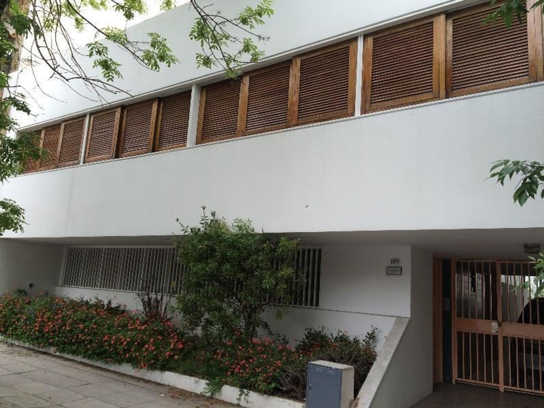 Casa en Villa Del Parque de estilo moderno con garage, patio y parque.
