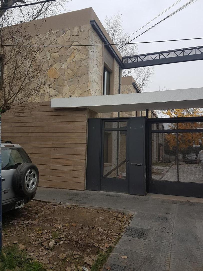 Duplex de 3 ambientes en Moreno