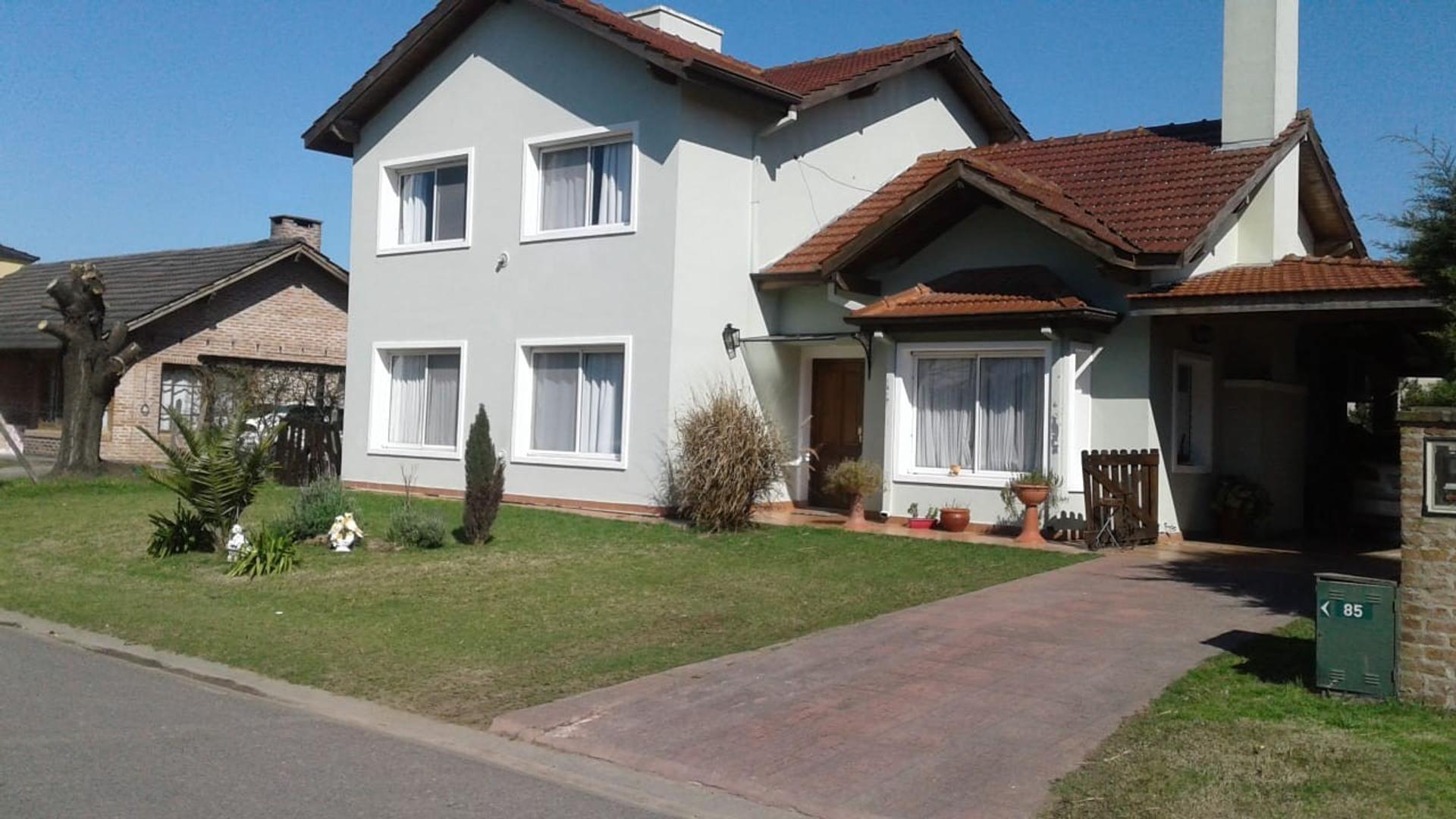 Casa en Venta en Acacias Blancas - 5 ambientes