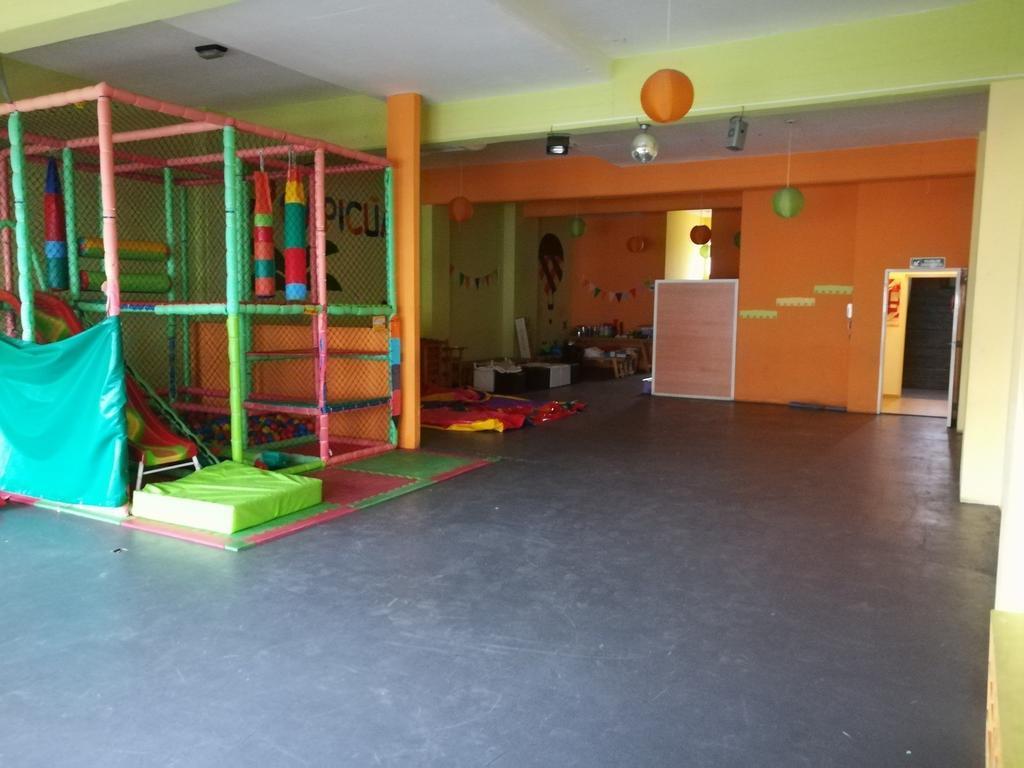 Piso único con ascensor privado.Son 285 m 3 baños cocina excelente zona Salón,gimnasio,oficinas etc