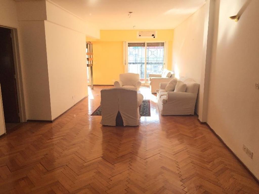 Duplex 4 dormitorios. 1 en suite. Cocina comedor. Gran Living. Patio. 2 Balcones. Cochera.