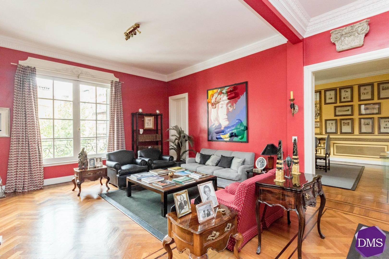 Uriburu y Arenales Edif. Francés 4/5 Dormitorios con cochera impecable