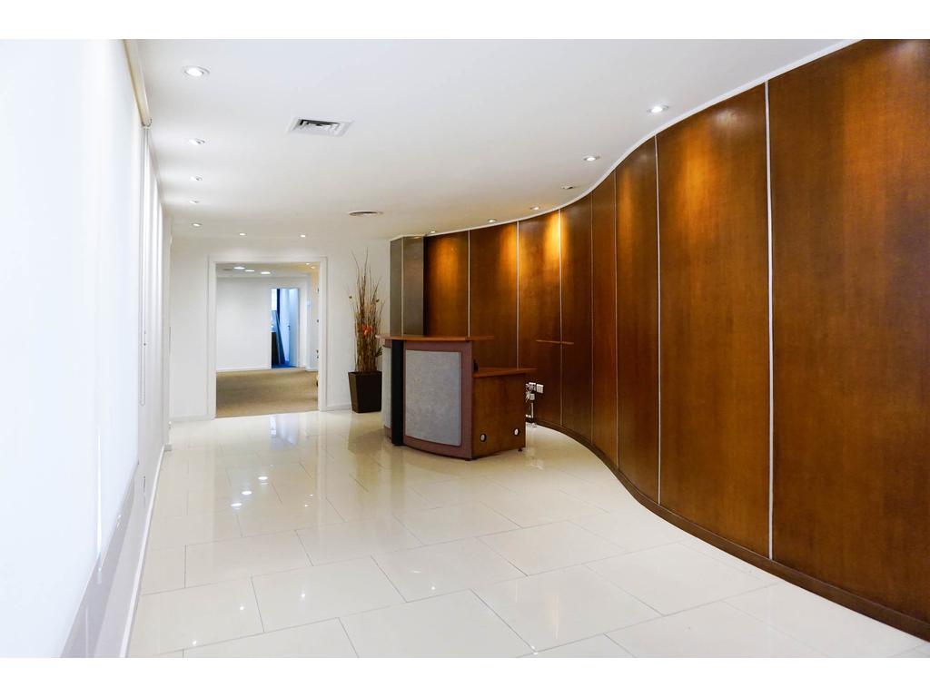 Excelente oficina 300m2 sobre Florida