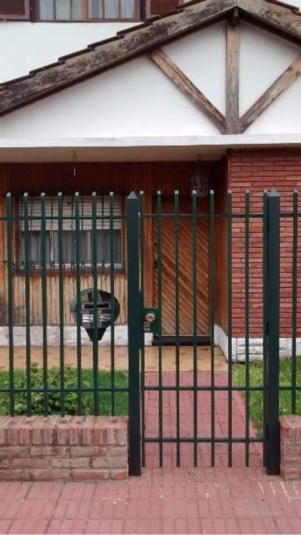 2 CASAS EN BLOQUE de 4 ambientes (Zona Ateneo Don Bosco Ramos Mejía) GBA oeste