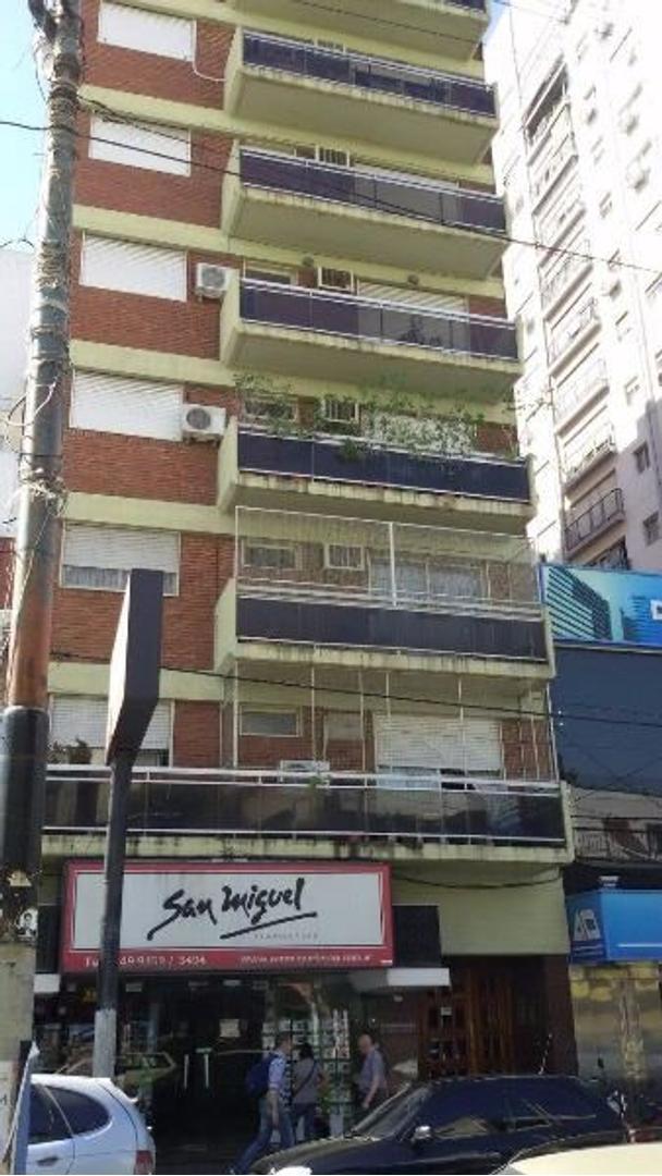 APTO CREDITO -  3 ambientes en edificio - LANUS CENTRO