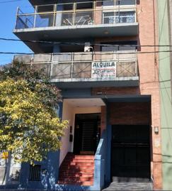 Alquiler departamento 2 ambientes al frente con cochera en Lanùs Oeste