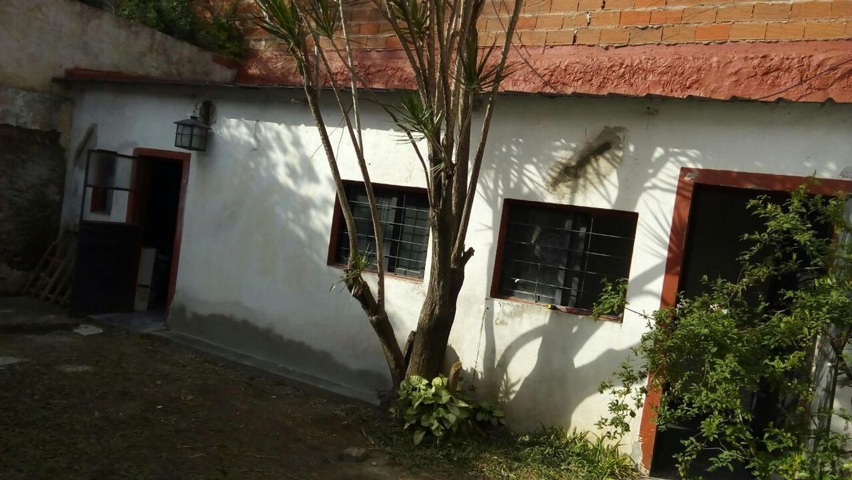 Zonif. E2.- Amplio PH al fondo, recien pintado con jardìn y patio