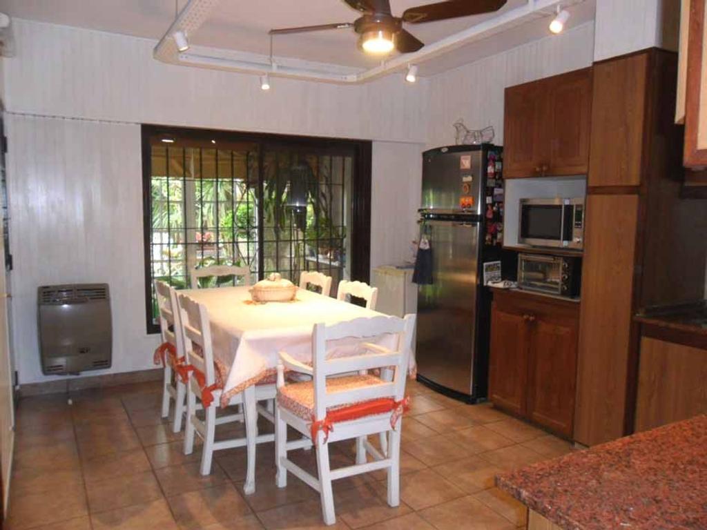 Venta de casa en Martinez - Juncal al 2600 - 5 dormitorios - estar intimo - jardin - garaje
