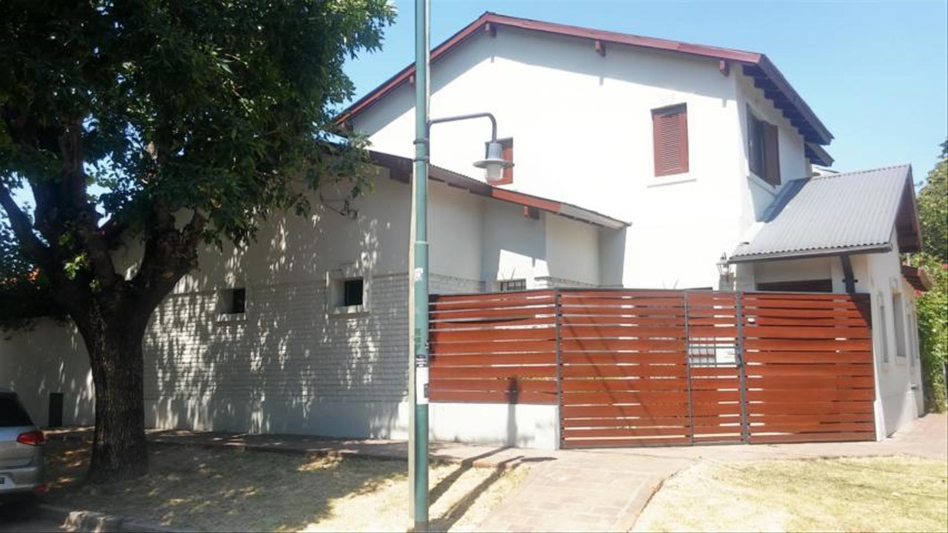 Casa 4 amb con jardin y pileta.