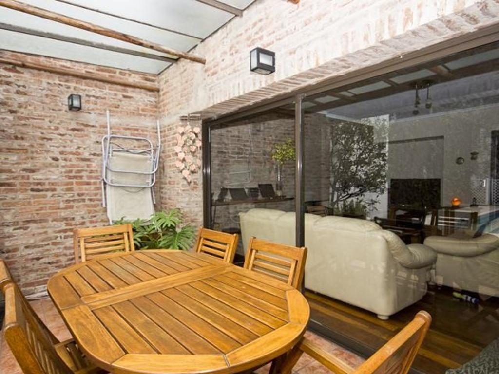Casa en venta en plaza 1600 belgrano argenprop for Casa de azulejos en capital federal