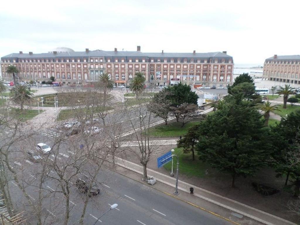 3 amb. con vista plena a Plaza Colon, habitación de servicio, Excelente Edificio