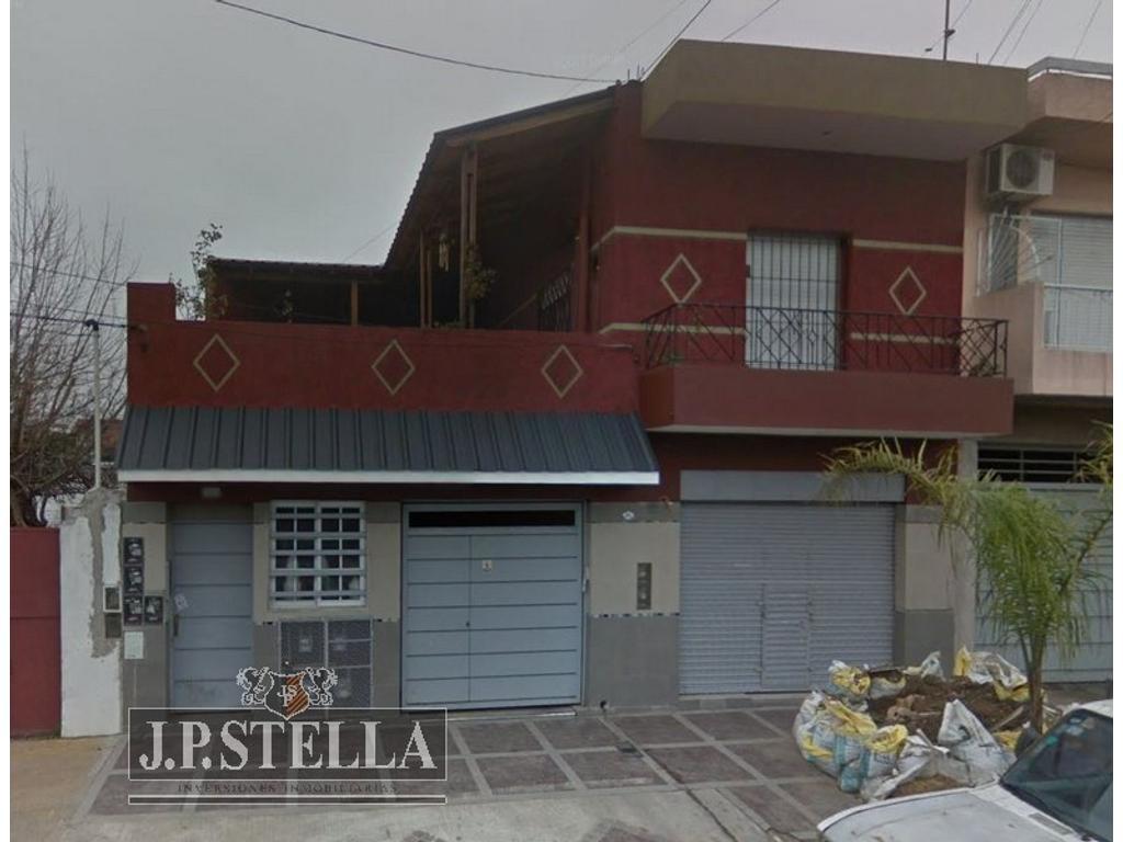 Casa 5 Amb. C/ Garage para 4 Autos y Local Comercial de 45 m²  - Florencio Varela 3842 - SAN JUSTO