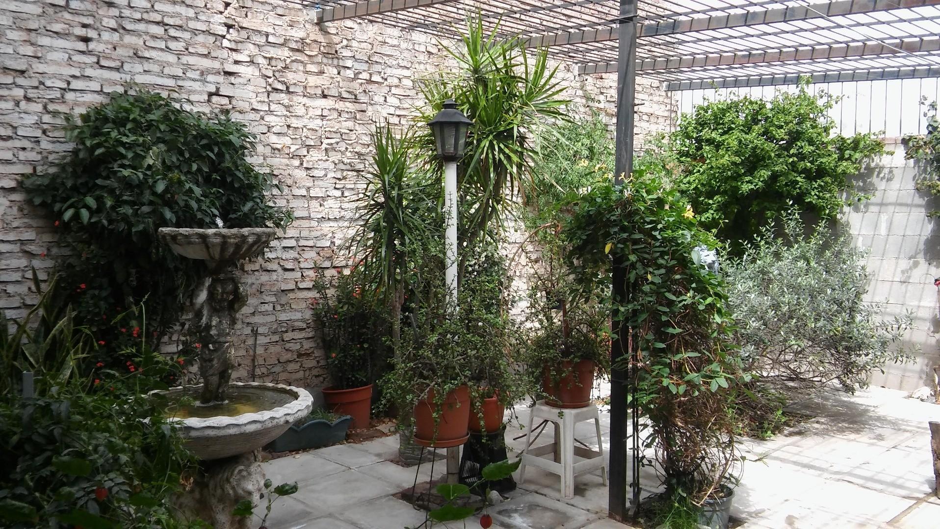 Vendo casa más departamento en la mejor zona de Alta Córdoba