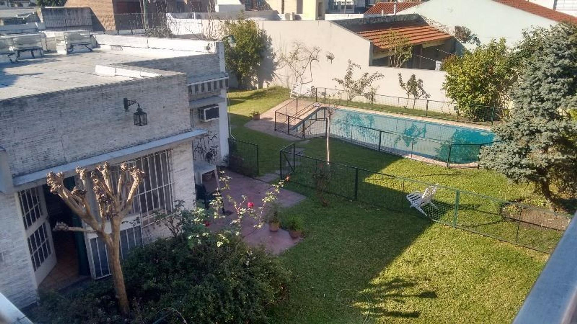 Casa doble lote en Ramos Mejía