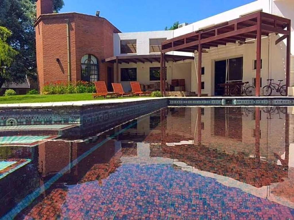 Casa En Venta San Diego, 340 m2.