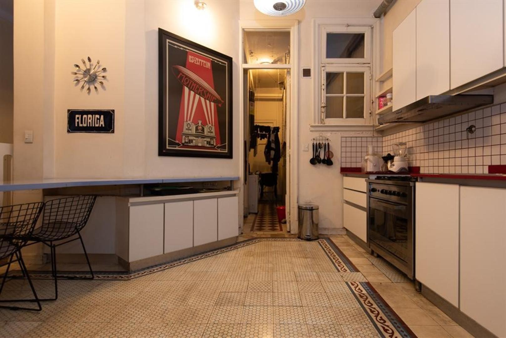 Muy buen departamento antiguo, reciclado, en esquina. Luminoso, excelentes detalles - Foto 29
