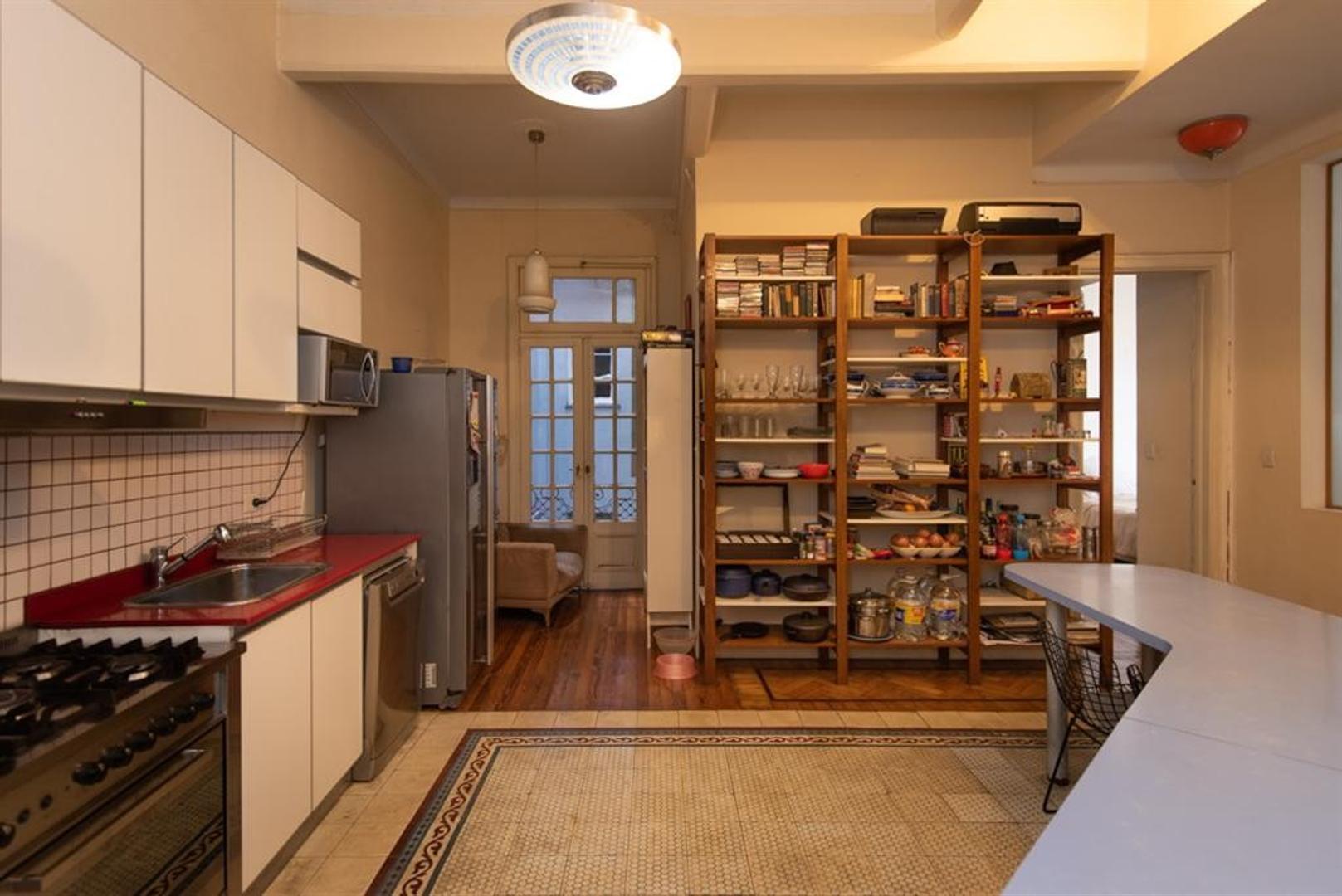 Muy buen departamento antiguo, reciclado, en esquina. Luminoso, excelentes detalles - Foto 30