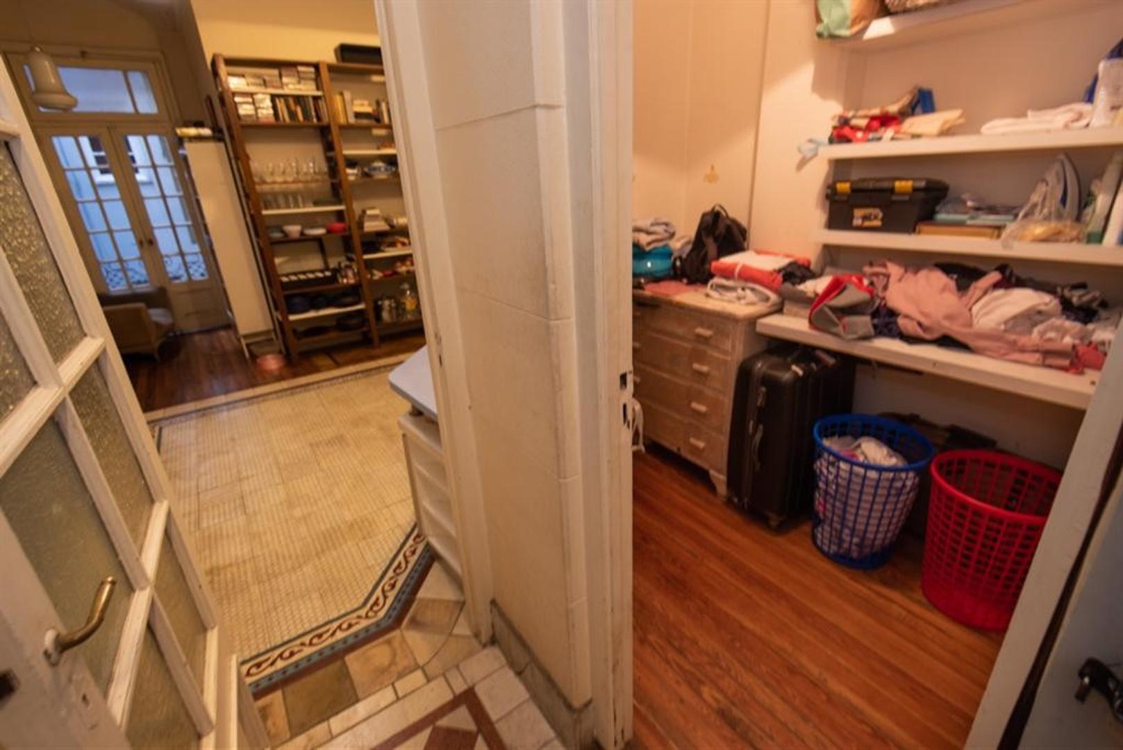 Muy buen departamento antiguo, reciclado, en esquina. Luminoso, excelentes detalles - Foto 31